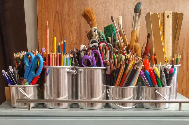 buckets-of-art-tools-1633156